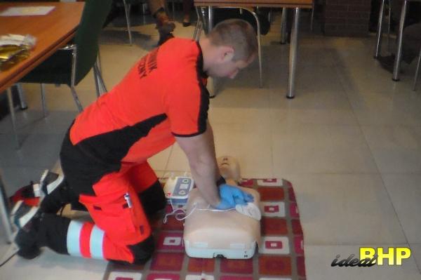 Szkolenie pierwszej pomocy - uciski ratownicze.